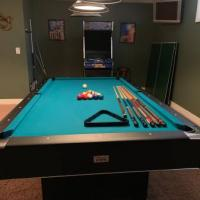 Pristine Minnesota Fats Billiards Table